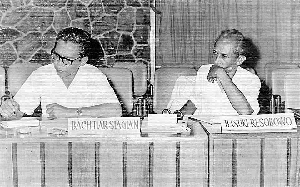 bachtiar-siagian-basuki-resobowo-rapat-dewan-juri-ffaa-iii-mabes-ganefo-1964